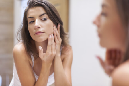 7 Natural Health Solutions for Acne thumbnail