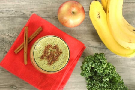 Guest Post: Clean Green Kale Smoothie thumbnail