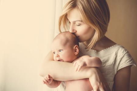 Guest Post: 5 Postpartum Symptoms you Should Never Ignore thumbnail
