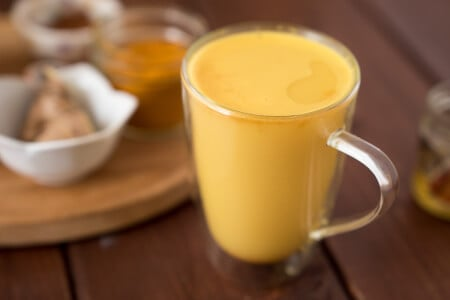 Super Easy Turmeric Ginger Tea thumbnail