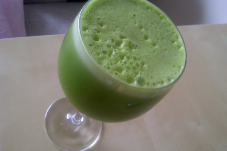 Detoxifying Green Ginger Juice + Benefits of Juicing thumbnail
